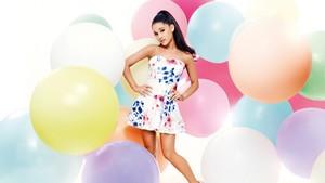 Ariana Grande দেওয়ালপত্র