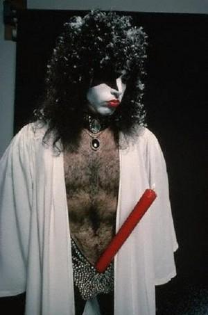 চুম্বন ~Hollywood, California...October 19, 1976 (Creem Magazine ছবি session)