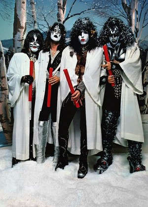 KISS ~Hollywood, California...October 19, 1976 (Creem Magazine Foto session)