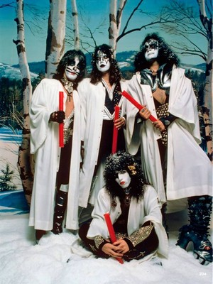 KISS ~Hollywood, California...October 19, 1976 (Creem Magazine Foto session)