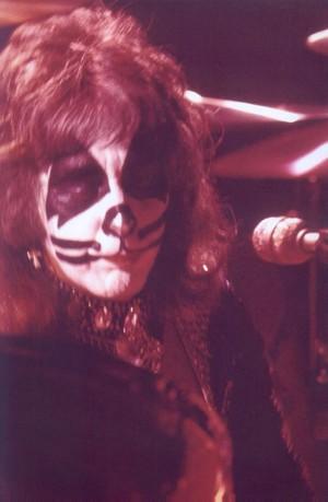 চুম্বন ~Reading, Massachusetts...November 15-21, 1976
