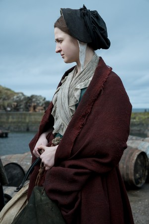 """Outlander """"Down the Rabbit Hole"""" (4x07) promotional picture"""