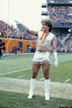 Robin Williams as a Denver Broncos cheerleader for Mork and Mindy (1980) - robin-williams photo