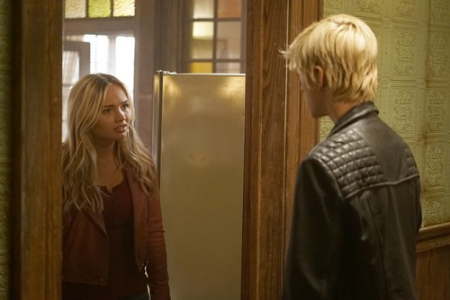 """The Gifted (TV Series) 바탕화면 titled The Gifted """"eneMy of My eneMy"""" (2x10) promotional picture"""