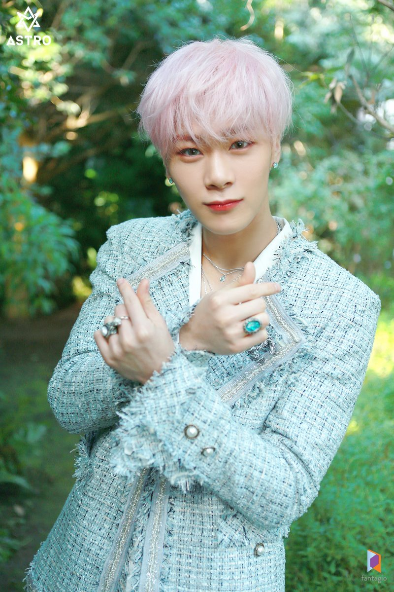 All Light' jacket behind - MoonBin - Astro (South Korean