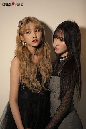 'Sunrise' MV behind - Sowon and Yuju