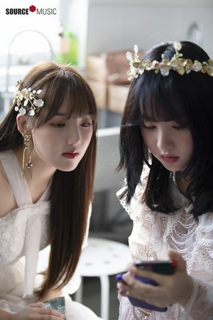 'Sunrise' MV behind - Yerin and Eunha