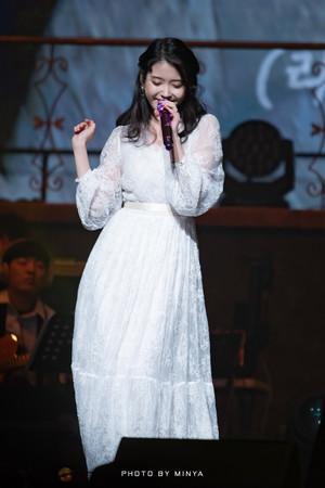 190105 IU 10th Anniversary 'DLWLRMA' Curtain Call tamasha in Jeju