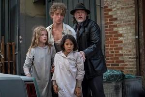 5x02 - Trespassers - Harvey and kids