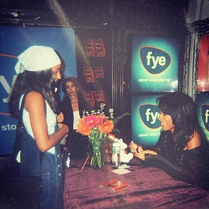 Алия at FYE signing in 2001