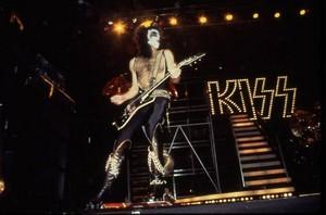 KISS (NYC) December 14-16, 1977