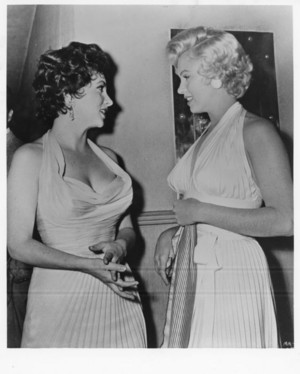 Marilyn Talking With Gina Lollabrigida