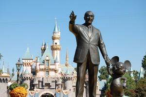 Statue Of Walt disney And Mickey ratón