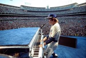 Elton John संगीत कार्यक्रम Dodger Stadium 1975