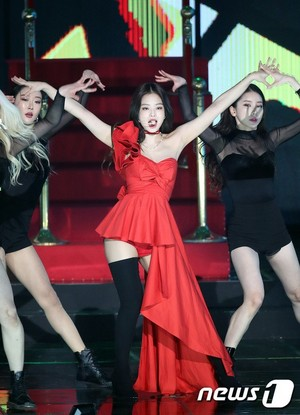 Jennie at Gaon Chart muziek Awards 2019