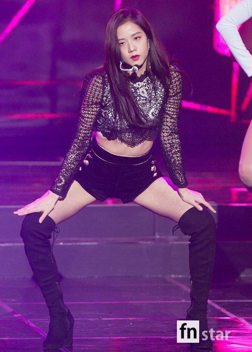 Jisoo at Gaon Chart Music Awards 2019 - Black kulay-rosas
