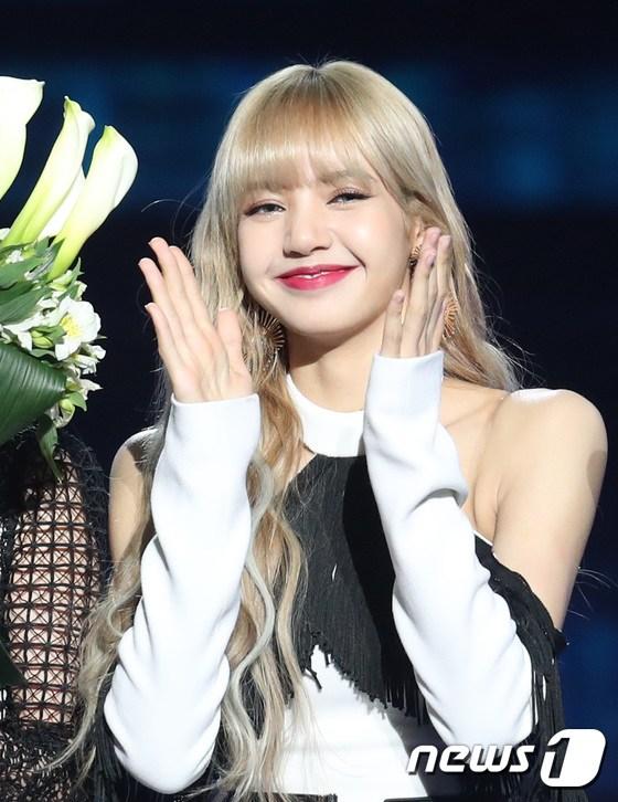 Lisa at Gaon Chart musique Awards 2019 - Black rose photo