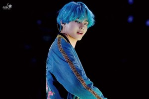 Taehyung/ V(blue haired)??