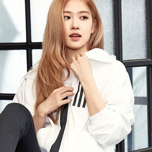 Rosé Looks Cool and Classy for Adidas W.N.D جیکٹ