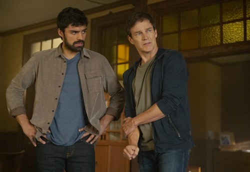 """The Gifted (TV Series) 바탕화면 titled The Gifted """"Monsters"""" (2x15) promotional picture"""