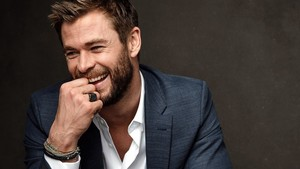 Chris Hemsworth 바탕화면