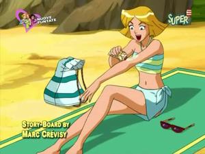 Clover in bikini
