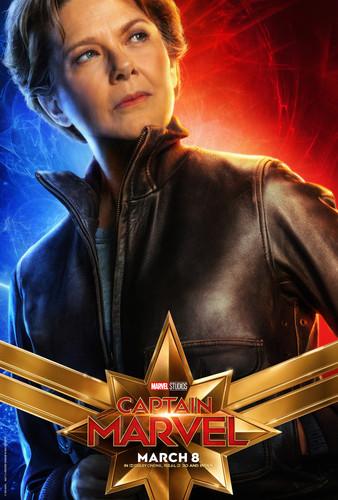 Marvel's Captain Marvel fond d'écran titled Captain Marvel (2019) promo posters