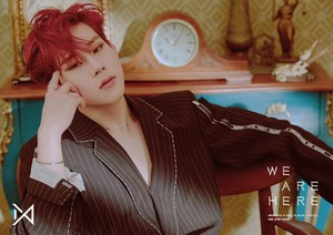 'WE ARE HERE' Concept foto #1