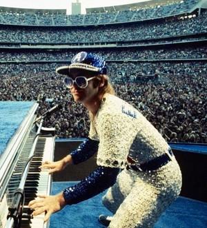 Elton John buổi hòa nhạc Dodger Stadium 1975
