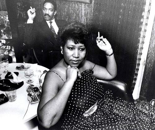 Lavendergolden Hintergrund called Aretha Franklin