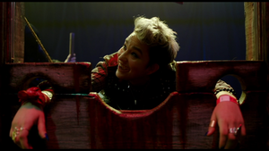 Bex Taylor-Klaus in Hell Fest