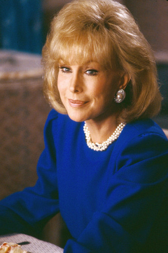 Barbara Eden Hintergrund titled Dallas