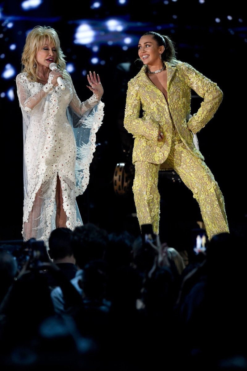Dolly Parton and Miley Cyrus (61st Grammys)