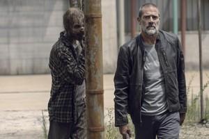 Jeffrey Dean morgan as Negan in 9x09 'Adaptation'