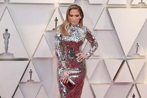Jennifer Lopez 2019 Oscars red carpet