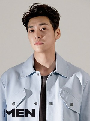 KIM YOUNG KWANG THE COVER OF NOBLESSE MEN MAGAZINE