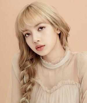 LISA - MOONSHOT Korea