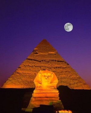 SUPER MOON IN GIZA EGYPT