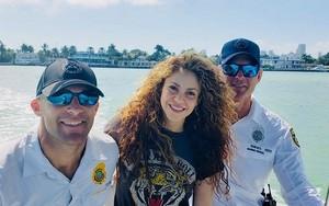 Shakira Visits Miami plage PD