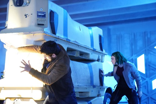 """The Gifted (TV Series) 바탕화면 titled The Gifted """"oMens"""" (2x16) promotional picture"""