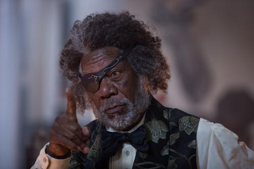 morgan Freeman karatasi la kupamba ukuta entitled The Nutcracker and the Four Realms