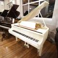White Baby Grand 钢琴