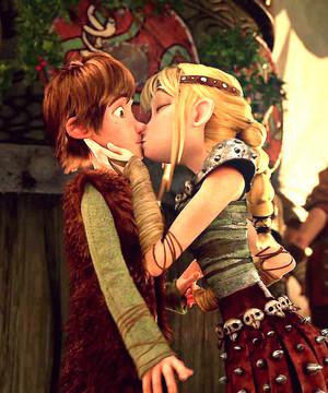 Астрид целует Иккинга