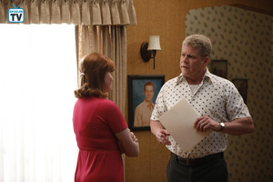 1x18 - Peggy Drives Away - Wendi and Mike