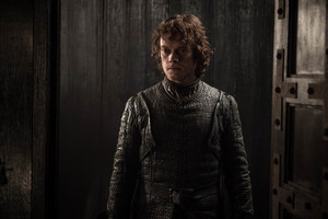 8x01 ~ Winterfell ~ Theon