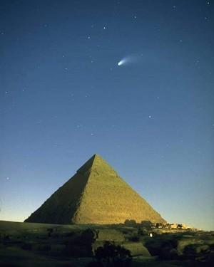 COMET IN PYRAMIDS GIZA EGYPT