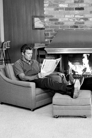 Clint Eastwood photographed at Home Von Larry Barbier Jr (1960s)