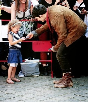 Colin Morgan with a young fan💖
