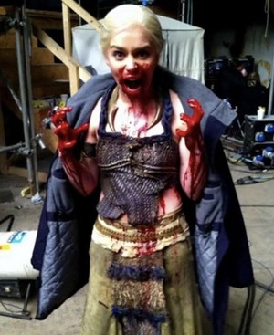 Emilia behind the scenes of Season 1