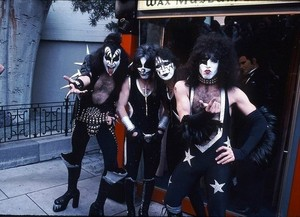 キッス ~Hollywood, California...February 24, 1976 (Graumans Chinese Theater)